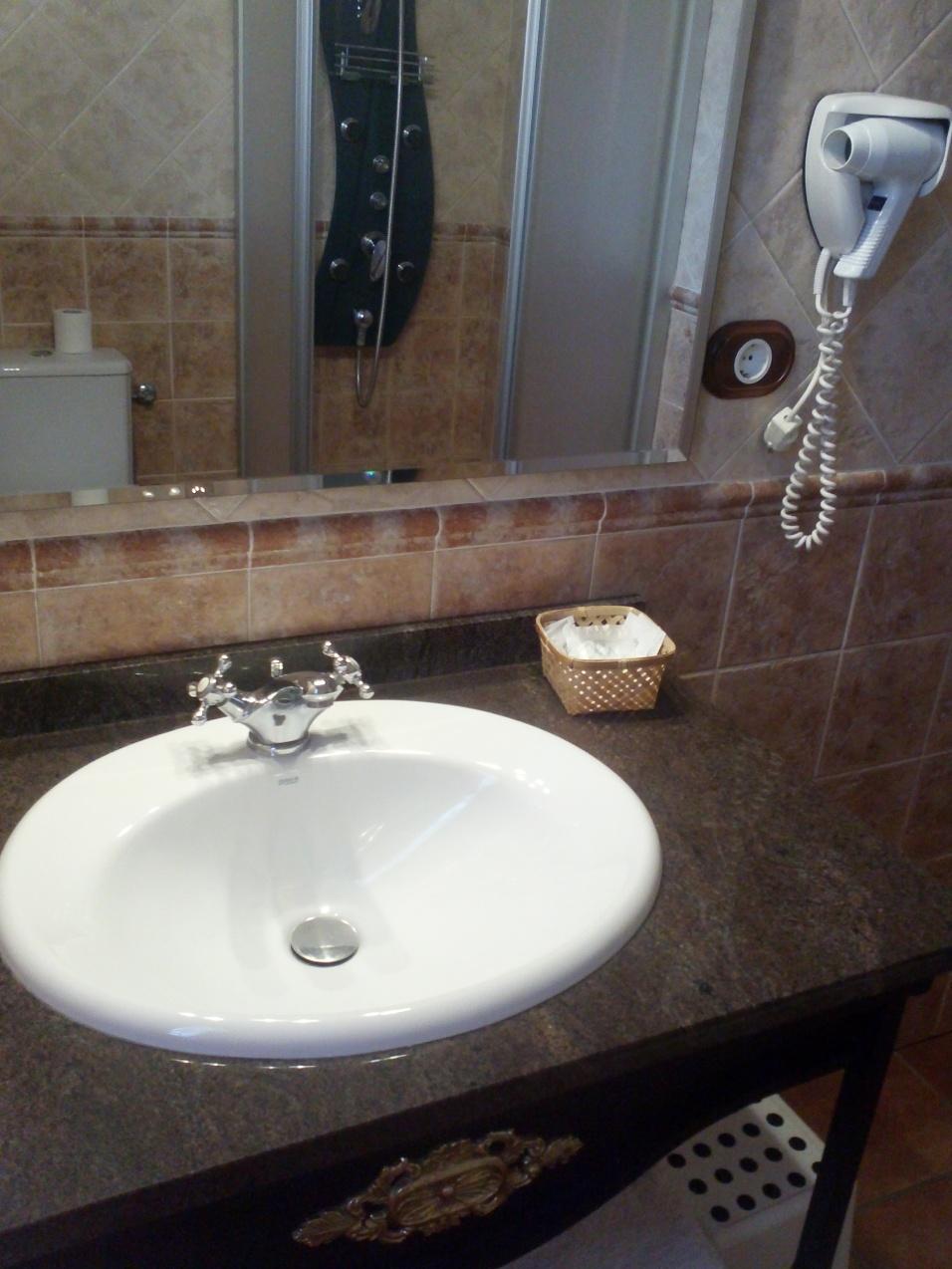 Baño habitación Río Saja