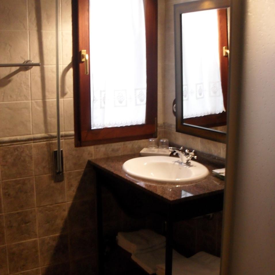 Baño habitación río Besaya