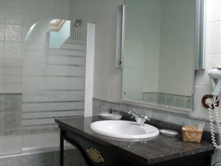 Baño habitación río Pas